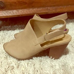 Very cute and comfy Naturalizer sandals